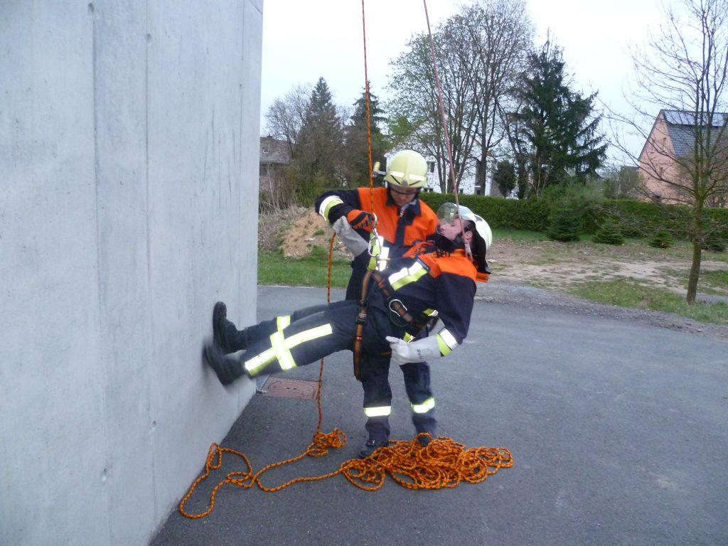 Gruppenübung Rettung aus Höhen und Tiefen am 12.04.11 (10)