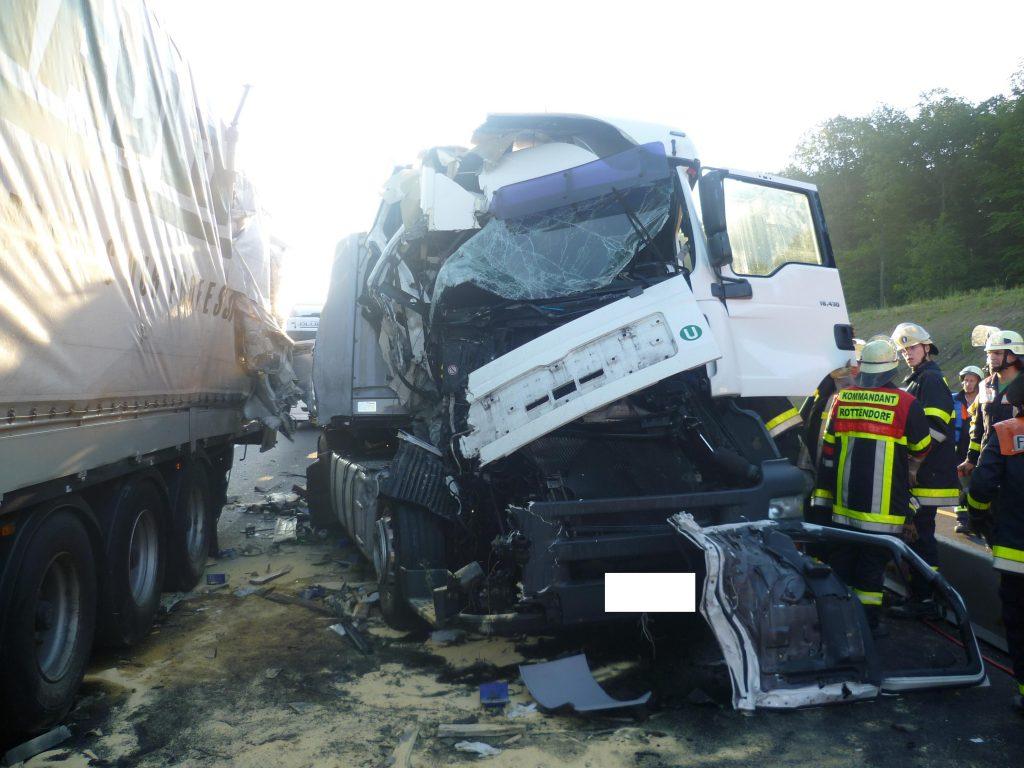 Schwerer LKW-Unfall auf der A3 am 11.07.2011 (13)