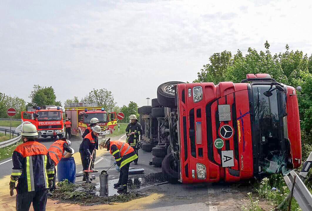 Einsatz – Schwerer LKW-Unfall auf der B8